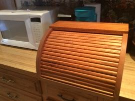 Wood bread box