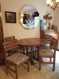 nice kitchen oak table, extra leaf, 4 chairs, $90.00