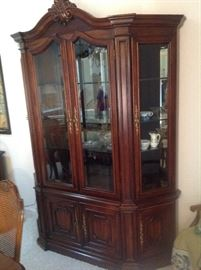 Century China Cabinet. Excellent Condition