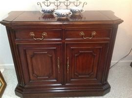 Century Buffet that Matches Dining Set. Excellent Condition