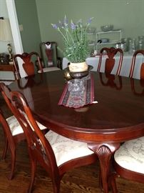 Dining table with 8 chairs - great condition