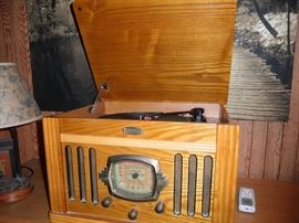 CROSLEY RADIO PHONOGRAPH