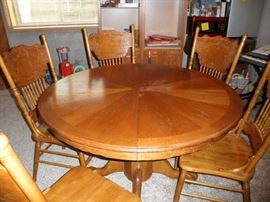 ROUND PEDESTAL TABLE WITH LEAF AND 6 CHAIRS