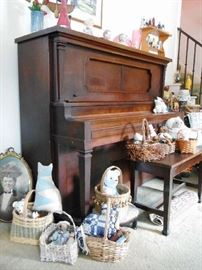 UPRIGHT PLAYER PIANO & COLLECTIBLES