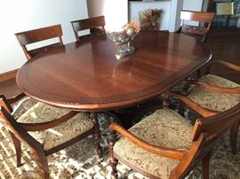 Like new Ethan Allen dining room set with 6 chairs