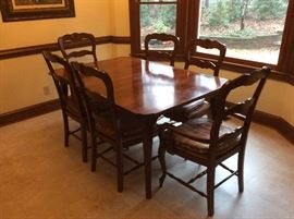 Breakfast room table with 2 extra leaves and 7 chairs
