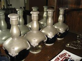 Liquor bottle set