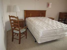 Oak Queen bedroom set
