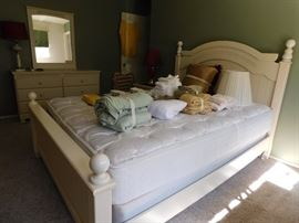 Youth bedroom set. Excellent condition!