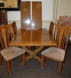 Cushman Classics Oak Table w/ 4 Chairs and 2 Leaves