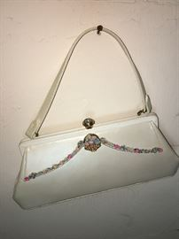 Another beautiful and sweet vintage purse! Spring- Easter and summer await this purse!!!