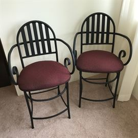 Counter chairs in black    http://www.ctonlineauctions.com/detail.asp?id=695239