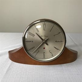MCM Seth Thomas Mantle Clock    http://www.ctonlineauctions.com/detail.asp?id=695248