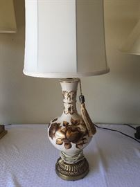 Table top lamp w/ shade