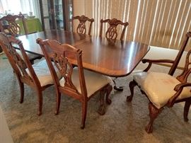 Gorgeous dining room table and six chairs