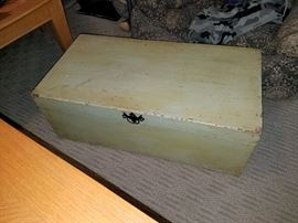 Vintage green trunk (small)