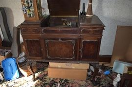 Antique Victrola Record Player - Cabinet has old Vinyl Records inside