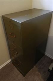 VINTAGE MILITARY GREEN 3 DRAW FILING CABINET, BY STEELCASE...METAL OFFICE FURNITURE COMPANY, GRAND RAPIDS....IN GREAT CONDITION !!!