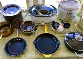 MORE KITCHEN COOKWARE, INCLUDING LE CREUSET YELLOW PAN.