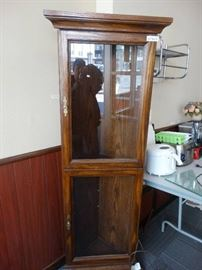 Wood corner curio cabinet w/ glass shelves & light