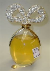 Elizabeth Taylor white diamonds factice bottle