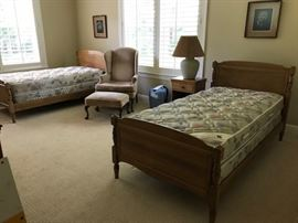 Appalachian Beech Bedroom set in Pristine condition