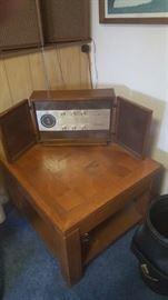Vintage G.E Radio   works!!