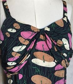 Close up of the Novelty Print 40s 2pc set!