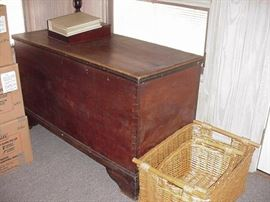 Early blanket chest, late 1700s to early 1800s, all dovetailed sides