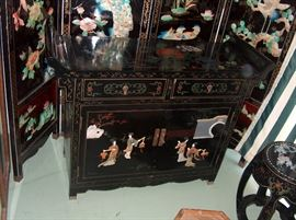 altar chest in front of 4-panel screen