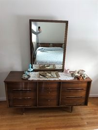 Sibley, Lindsay, and Curr dresser with mirror