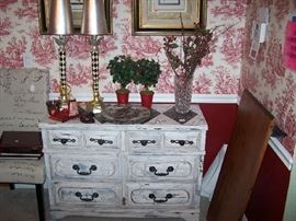 PAINTED CHEST, PAIR OF LAMPS & MISC.