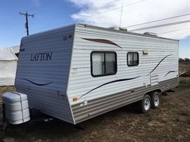 2011 Layton  20' travel trailer