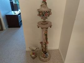 Pedestal with Planter  http://www.ctonlineauctions.com/detail.asp?id=696069