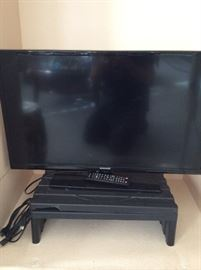 """31.5"""" Samsung Flatscreen TV.  Model# UN32EH4003FXZA. 1366 x 768 Resolution.  Working condition, comes with remote and power cord."""
