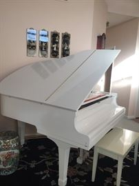 Beautiful Polished White Yamaha G1 Baby Grand Piano, made in Japan. Original owner, bought in 1987. Excellent condition. Buyer must arrange pickup.