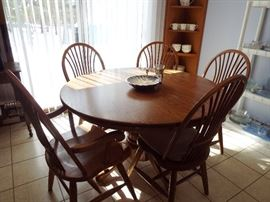 Oak round table and 5 chairs