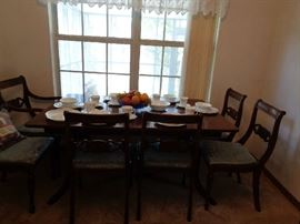 DUNCAN PHYFFE TABLE AND 6 CHAIRS