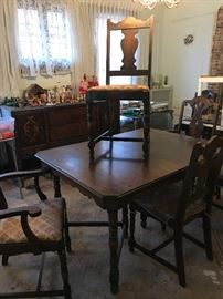 GREAT DINING ROOM TABLE WITH 4 CHAIRS