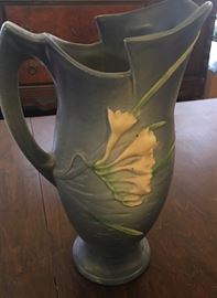 "ROSEVILLE 10 1/2"" Water pitcher"