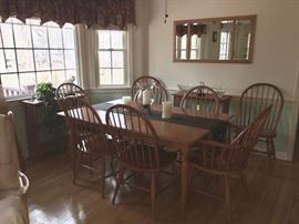 Moosehead maple dining table with 3 leaves and set of 8 bow back Windsor style chairs