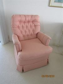 GREAT OCCASIONAL CHAIR SWIVEL AND IN GREAT SHAPE.. GOOD PRICE.. PERFECT FOR ANY ROOM