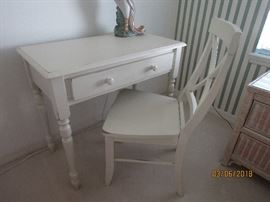 BEAUTIFUL 2 PC DESK.. PERFECT OF ADULT OR STUDENT STARTING OUT