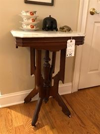 Late 19th C. American Walnut Eastlake Style Marble Top Lamp Table, minor pet damage to leg