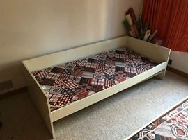 Trundle bed I