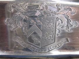 Entree Dish Crest Translation 'God Feeds the Ravens'.  Thought to be of Welsh origin.  Perhaps for the Corbett family.