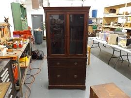 Antique Solid Wood 1 Piece Hutch/Curio