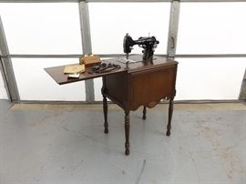 Vintage Graybar Electric Sewing Machine