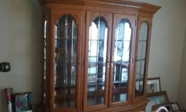Oak Dining room set   Hutch, table, 8 chairs and buffet