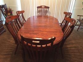 Dining Room Table: 2 Captain Chairs, 5 Table Chairs